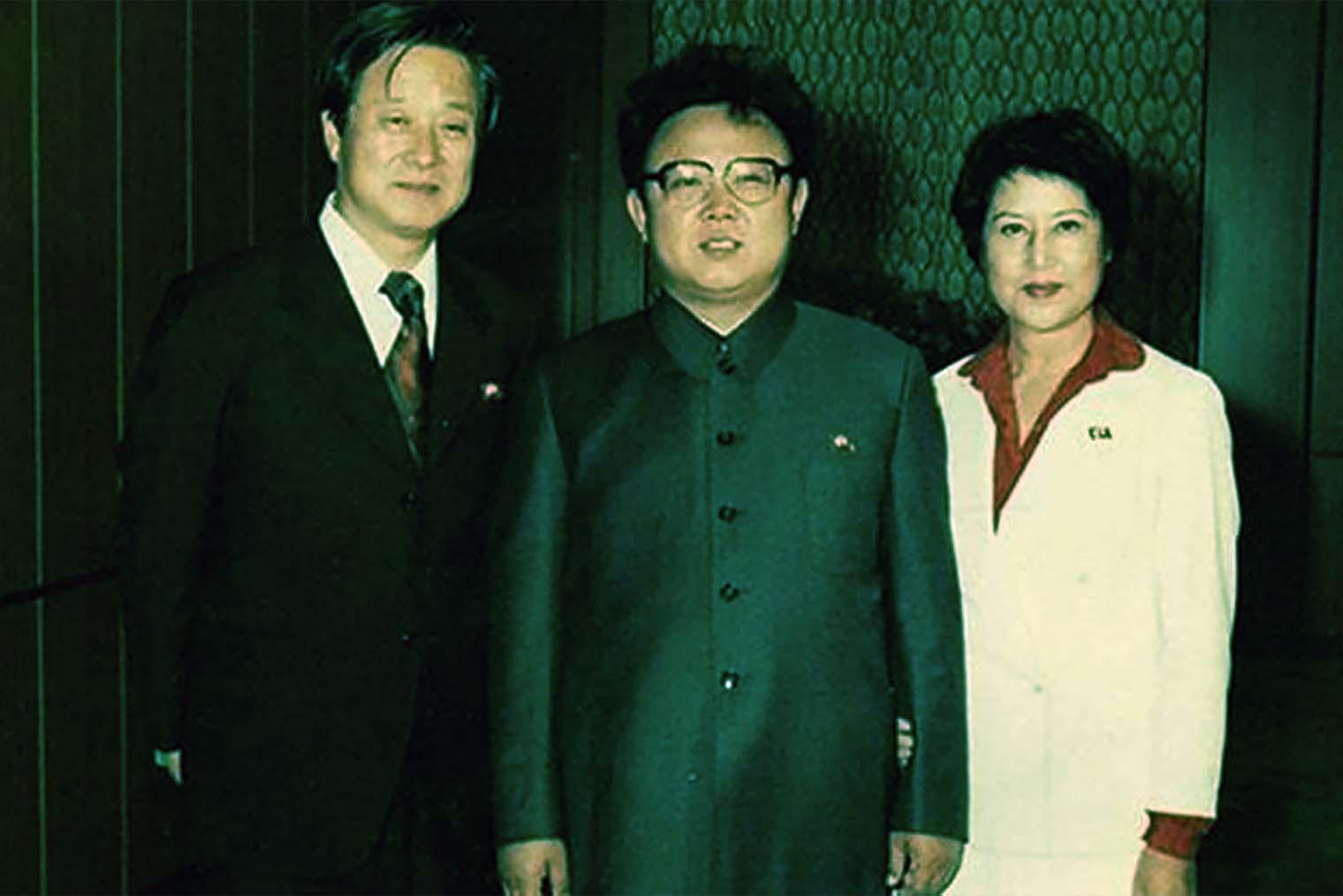 Син Сан Ок, Ким Чен Ир и Чхве Юн Хи. Кадр из фильма «Любовники и деспот»