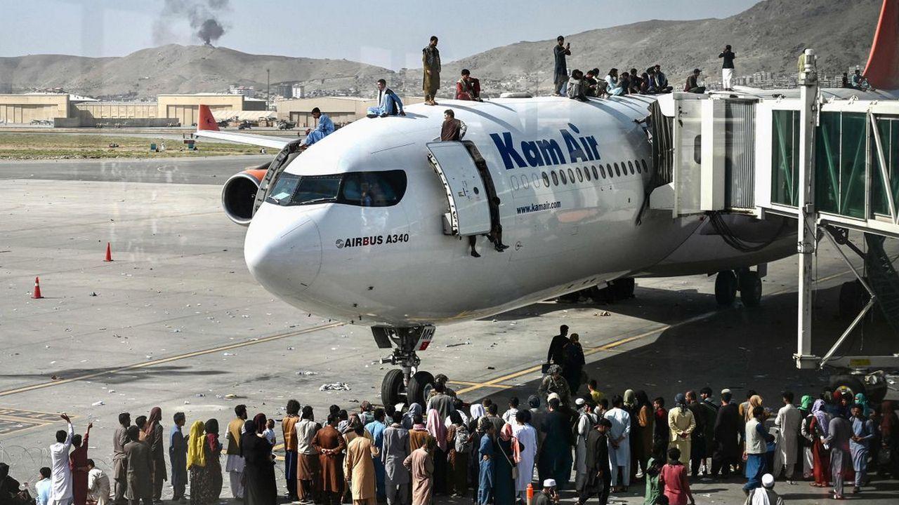 Фото из аэропорта Кабула после того, как «Талибан» захватил в стране власть
