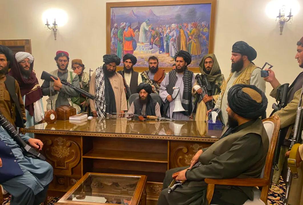 Талибы в президентском дворце в Кабуле