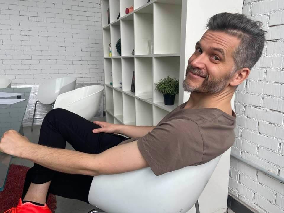 Саша Василевич пришел в офис после 14 суток летом 2020-го