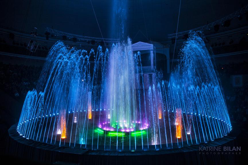 Shou gigantskikh fontanov udivitelnyy gorod 10199