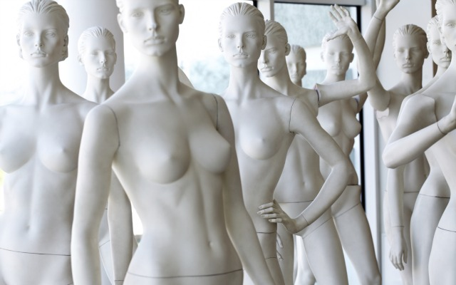 Benetton mannequin eyesee camera