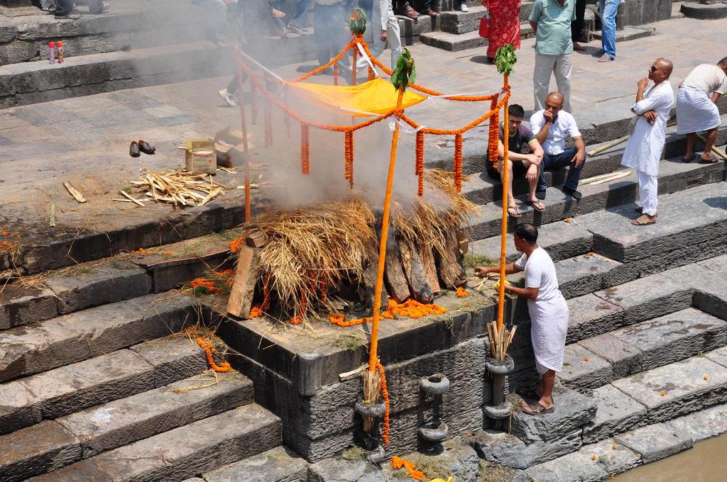 Kremaciya predstavitelya visschey kasti