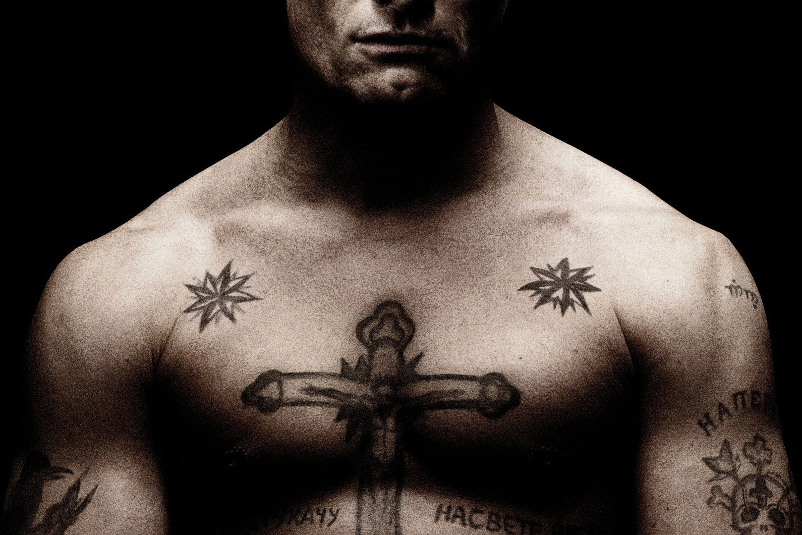 cross tattoo on his chest in men 20150417 1321308916