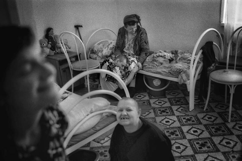 foto-privyazannih-devushek-k-krovati