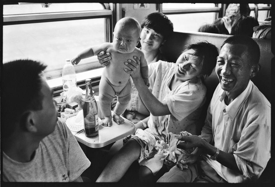 Смотреть ебём женщину в купе поезда фото 254-936