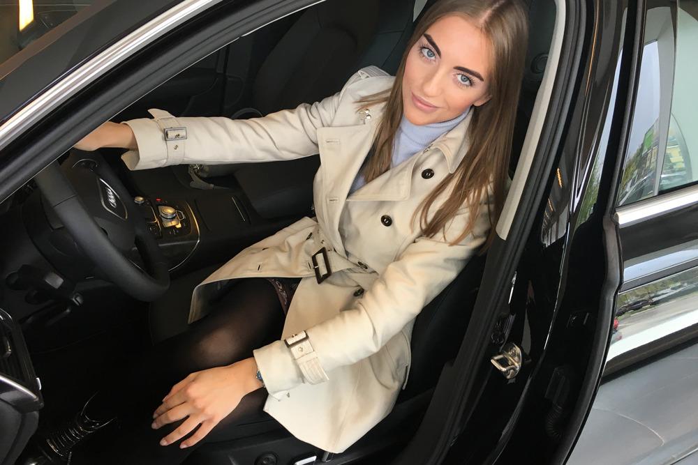 Мужчина занимался сексом в машине за рулем