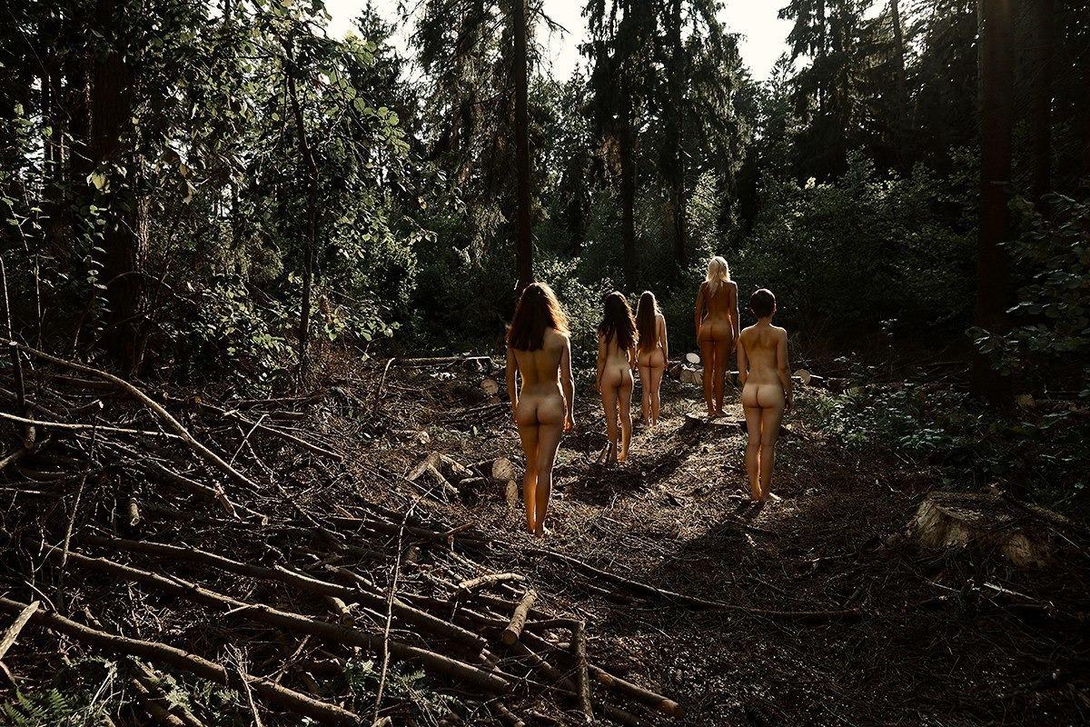 Жена в лесу видео ничем