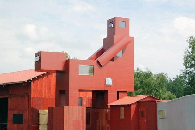 Лувр убрал инсталляцию ссовокупляющимися домами изсоседнего парка