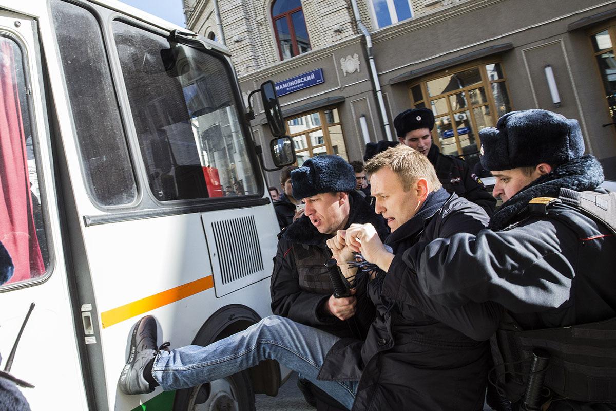 Алексей Навальный — один из первых задержанных на акции 26 марта в Москве. Фото: Евгений Фельдман