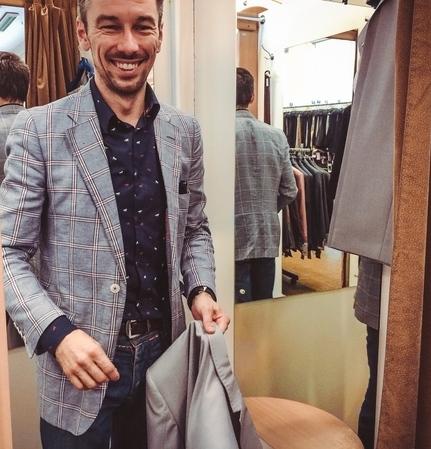5b9320a3 Дизайнер мужских костюмов критикует ассортимент ГУМа - KYKY.ORG