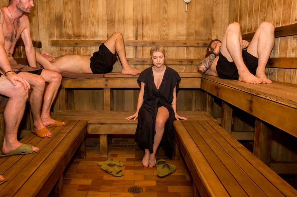 Смотри видео снятое в бане и сауне онлайн