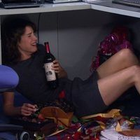 Thumb robin how i met your mother drinking stressed under desk 800x500