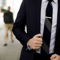Thumb 558344 man suit fashion business tie 4368x2912 www.gde fon.com